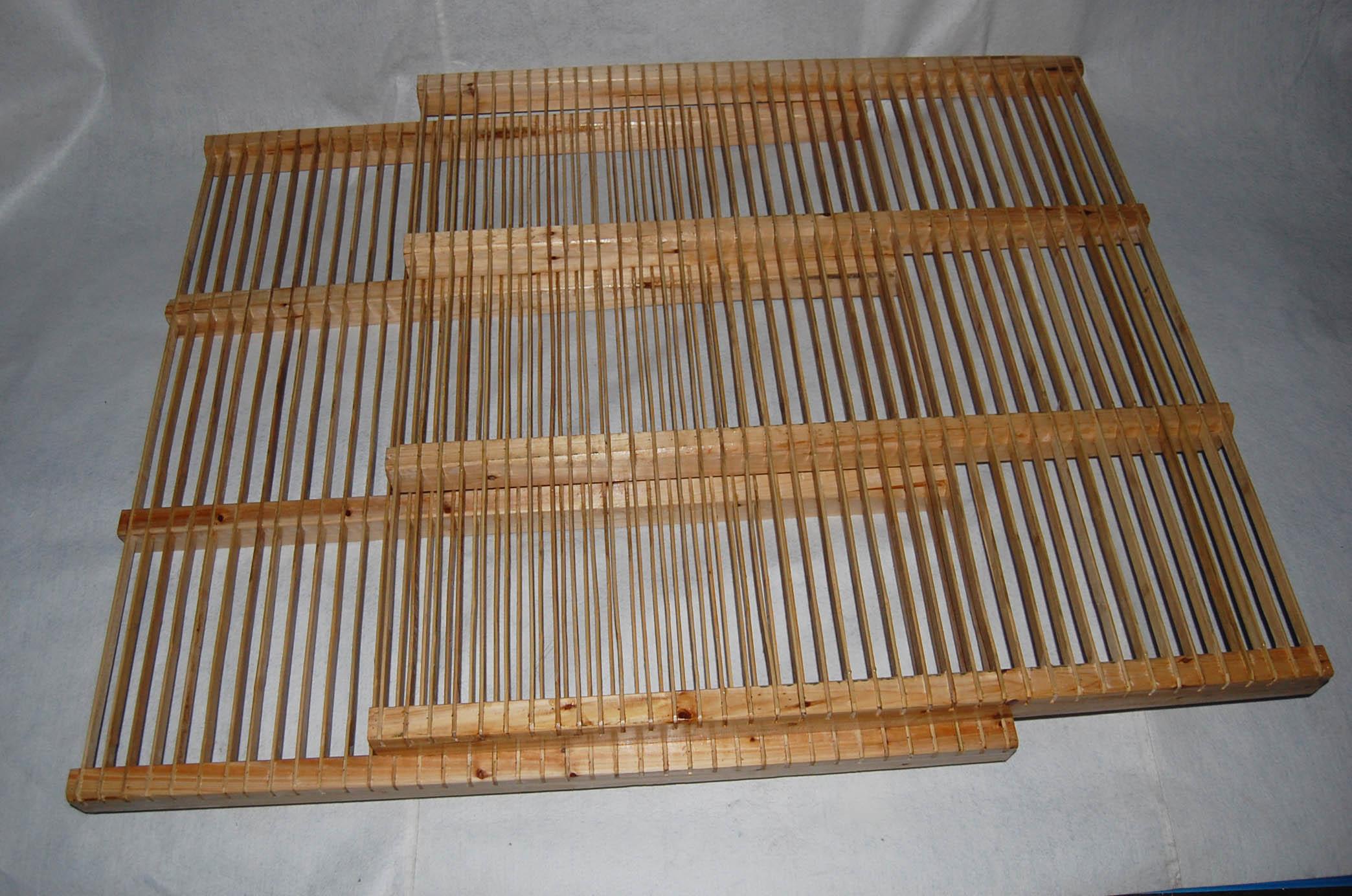 4x2cm竹条制造而成,加上喷漆更
