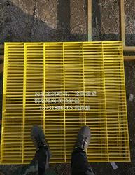 黄色金属浸塑钢格地网