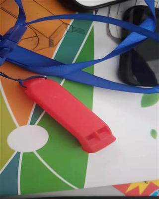 塑料��哨