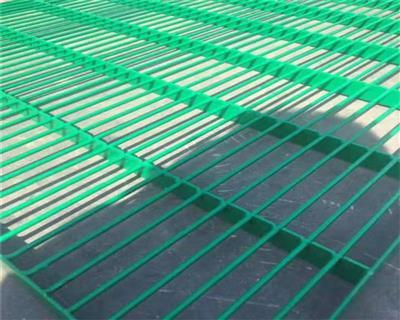 公棚包塑钢格地网