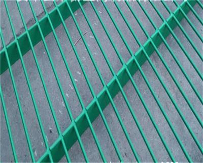 私人定制各种颜色环保包胶地网